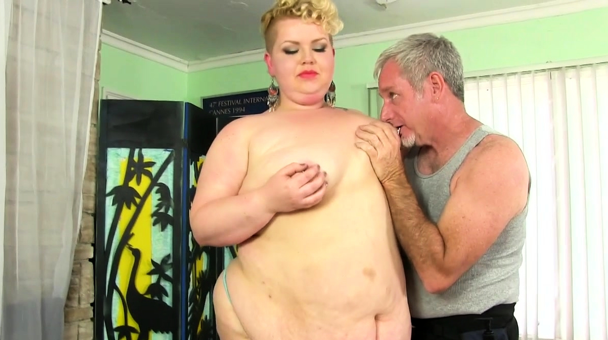 Fat Woman Receives A Dirty Massage Pussy