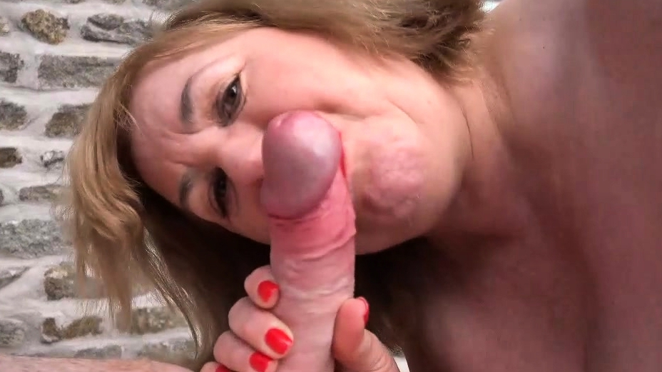 Speedybee - 2 Mature Blondes Fucked In The Open Air