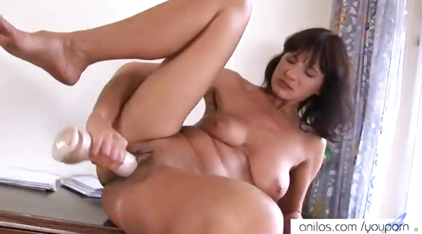 Porno Video of Mature Huge Dildo