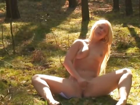 Porno Video of Pissing In The Forrest