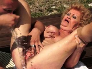 Сын жестко трахает зрелую маму