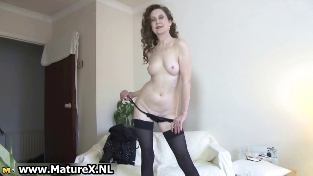 Porno Video of Horny Older Mom Showing Part2