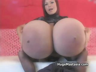 Porno Video of Hot Babe With Huge Tits Milks Them Part3
