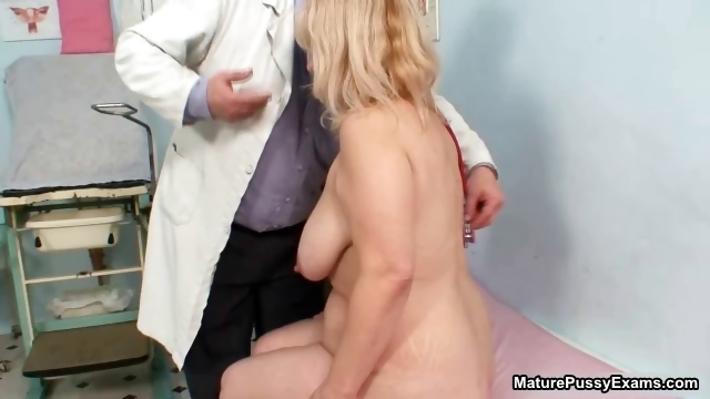 Porno Video of Fat Blonde Housewife Getting Horny Being Part3