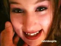 я хочу посмотреть на голых девушек как они писают видео