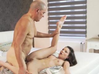 Большие итальянские сиськи порно онлайн