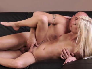 Волосатый пизда и ноги женщине фото