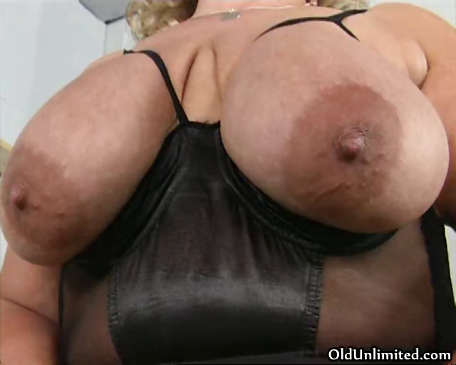 Porno Video of Fat Old Mom Going Crazy Sucking Her Big Part1