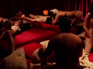 Муж снимает секс жены с негром