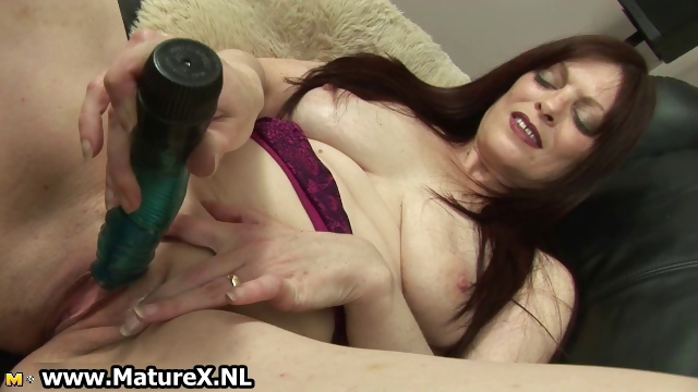 Porno Video of Raven Mature Mom Fucking Her Own Tight Part4