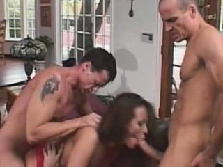 Порно двойное проникновение с фаллоимитатором
