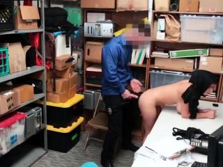 Толстую бухгалтершу трахают в одежде