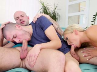 Красивый секс с сочной блондинкой