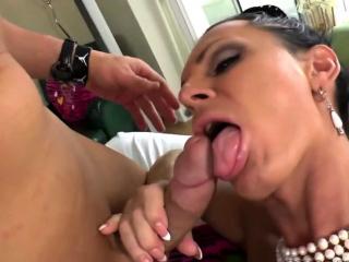 Азиатка молодая большая жопа секс