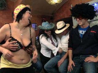 Вечеринки порно с сучками в клубе смотреть порно