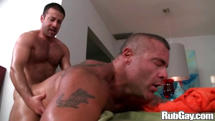 Porno Video of Rubgay Muscule Anal Massage