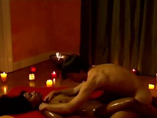 Смотреть порно девушка на массаж пришла