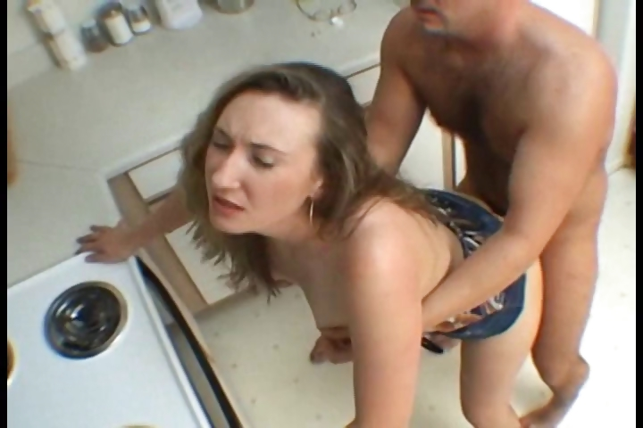 Porno Video of Hot Wife Bang Hard In The Kitchen