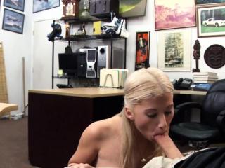 Порно скрытая камера туалет крупным планом
