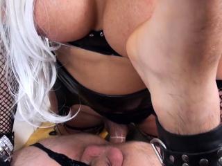 Секс с тремя лесбиянки большие сиськи смотреть порно