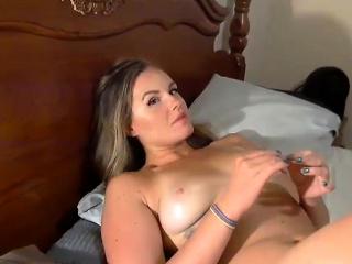 Порно мамка трахается с другом сына