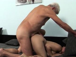 Порно трансы с большими членами и сиськами
