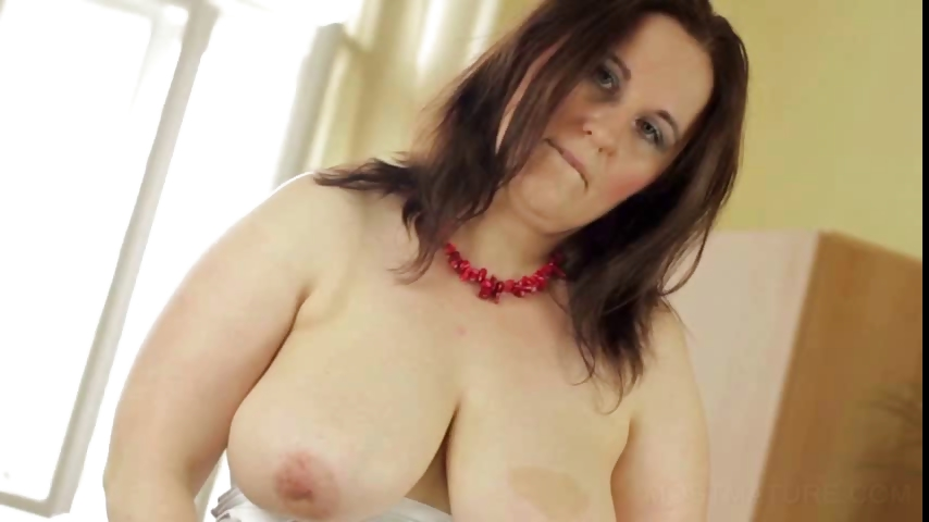 Porno Video of Busty Mature Pleasing Hairy Twat