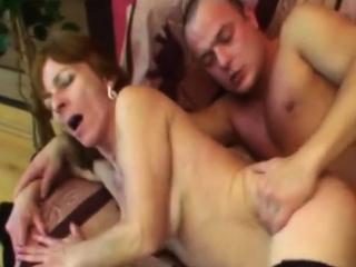 Черную негритянку трахает анальная секс машина смотреть порно
