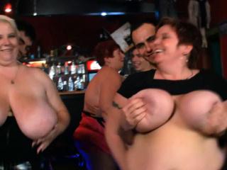Красивый секс в душе большие сиськи