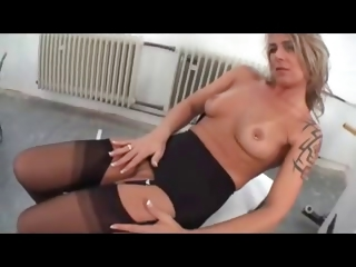 Porno Video of Mature Bitch Shows Her Unbelievable Nice Pussy