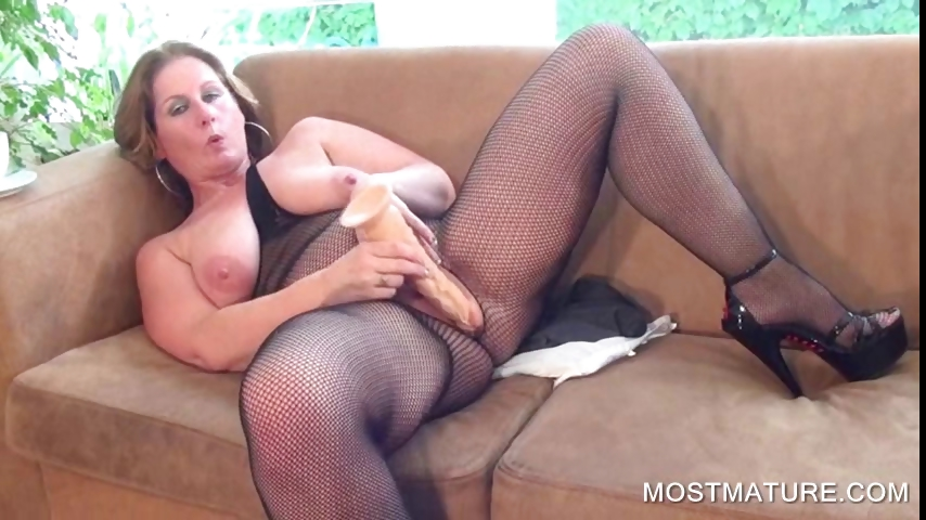 Porno Video of Chesty Mature Dildoing Horny Cunt