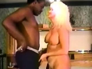Муж смотрит групповуху жены порно