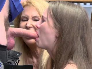 Мамка застала сына за дрочкой порно