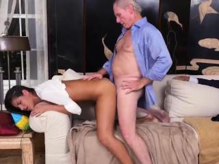 Порно со зрелыми дамами на корпоративе