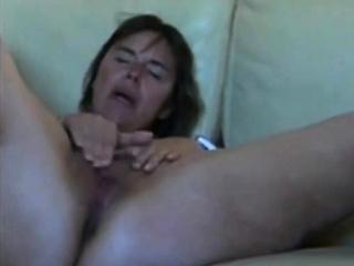 Порно фильм италия мама дрочит сыну
