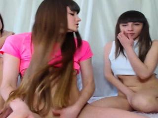 Порно лесби трахает подругу страпоном смотреть порно