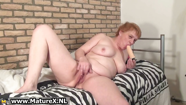 Porn Tube of Old Busy Housewife Wanking Her Pussy Part3