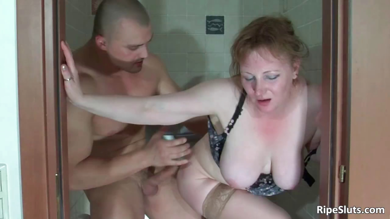 Porno Video of Muscled Bodybuilder Grabs Poor Milf Part3