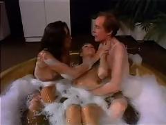 Порно в туалете через два отверстия одновременно