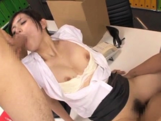 Japanese hotty treats her fur pie with love and care