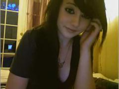 Молоденькая брюнетка студентка подрабатывает снимаясь на порно сайте веб камер смотрите что она вытворяет за не большое вознаграждения