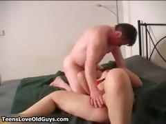 Порно скачатьдвайное проникновение жену при муже сперма в пизде жены вытекает