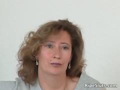 Зрелая женщина на кастинге порно видео