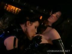 Порно как шлюхи кончают обильной струёй