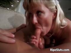 Минет от зрелой блондинки порно видео xxx ролик