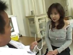Зрелые женщины мастурбируют предметами видео