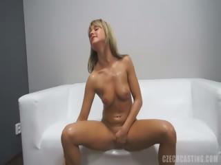 Нассал в пизду девушке смотреть порно онлайн