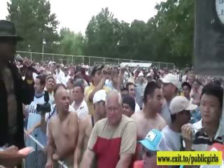 hundreds of amateurs nude in public