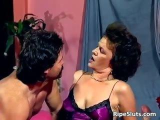 Horny mature slut gets wet pussy fucked part2