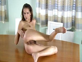 Porno Video of Hairy Girl Masturbates On The Desk